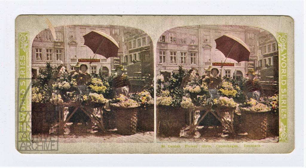 3 Max _ Emil Skladanowsky, Eine lustige Gesellschaft vor dem Tivoli in Kopenhagen (Fun company at Tivoli Gardens), 1896.