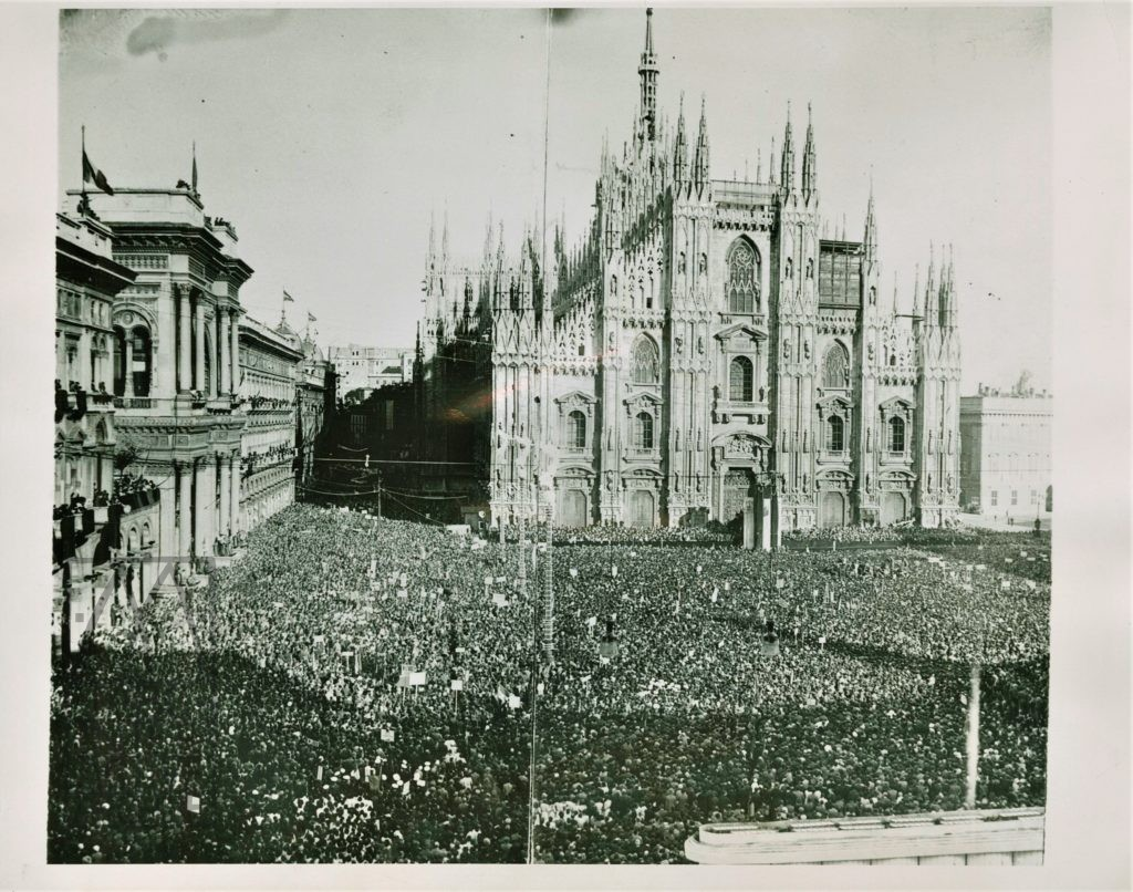 2 Il Duomo, Milano, with 300,000 black-shirted followers of Mussolini, 1934. USphoto
