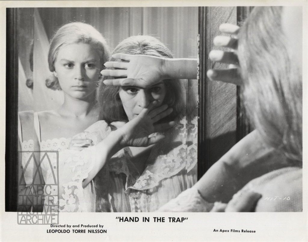 1 Leopoldo Torre Nisson, La mano en la trampa - Hand in the Trap, 1961 UKstill