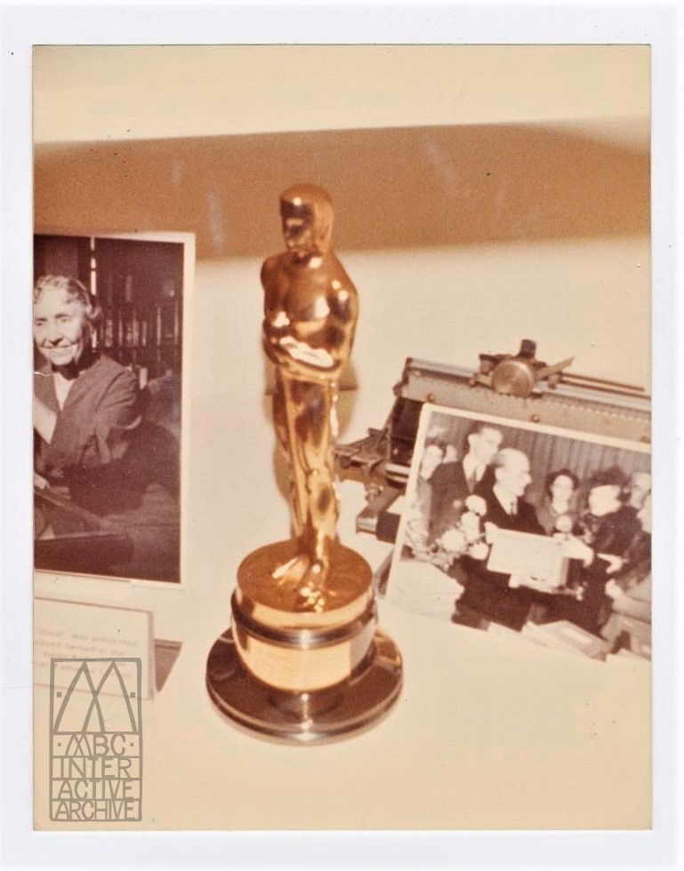 237b 43rd Annual Academy Awards statuette, 1970. USsnapshot